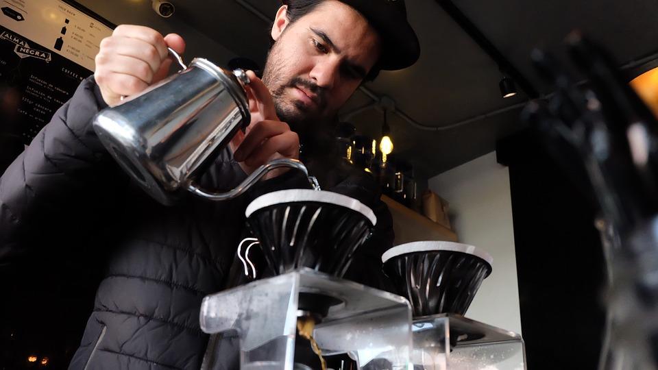 בריסטה מוזג קפה